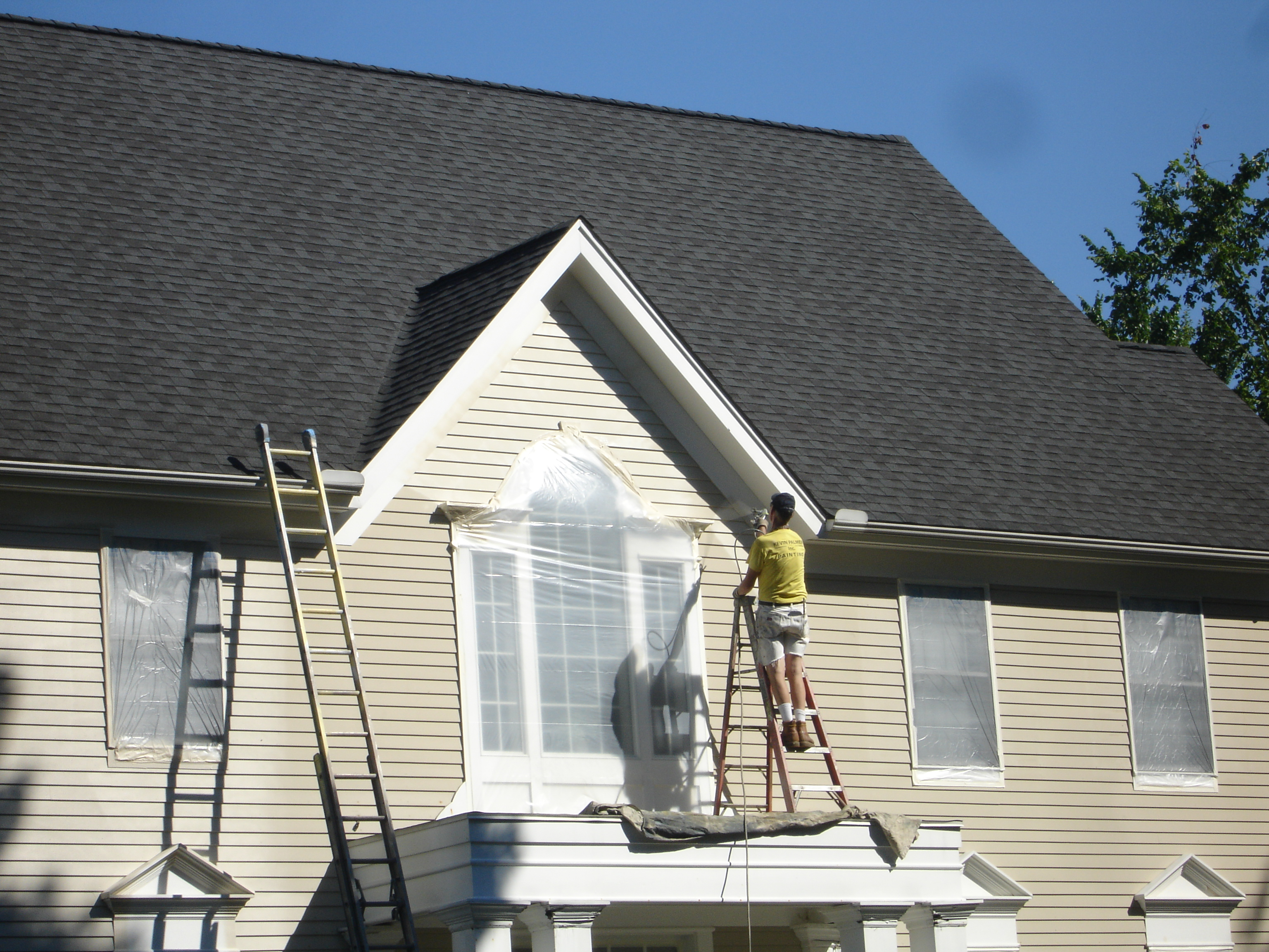 People painting houses - Kbpinc Spraying In Progress